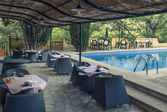 Restaurant avec piscine en Provence Verte